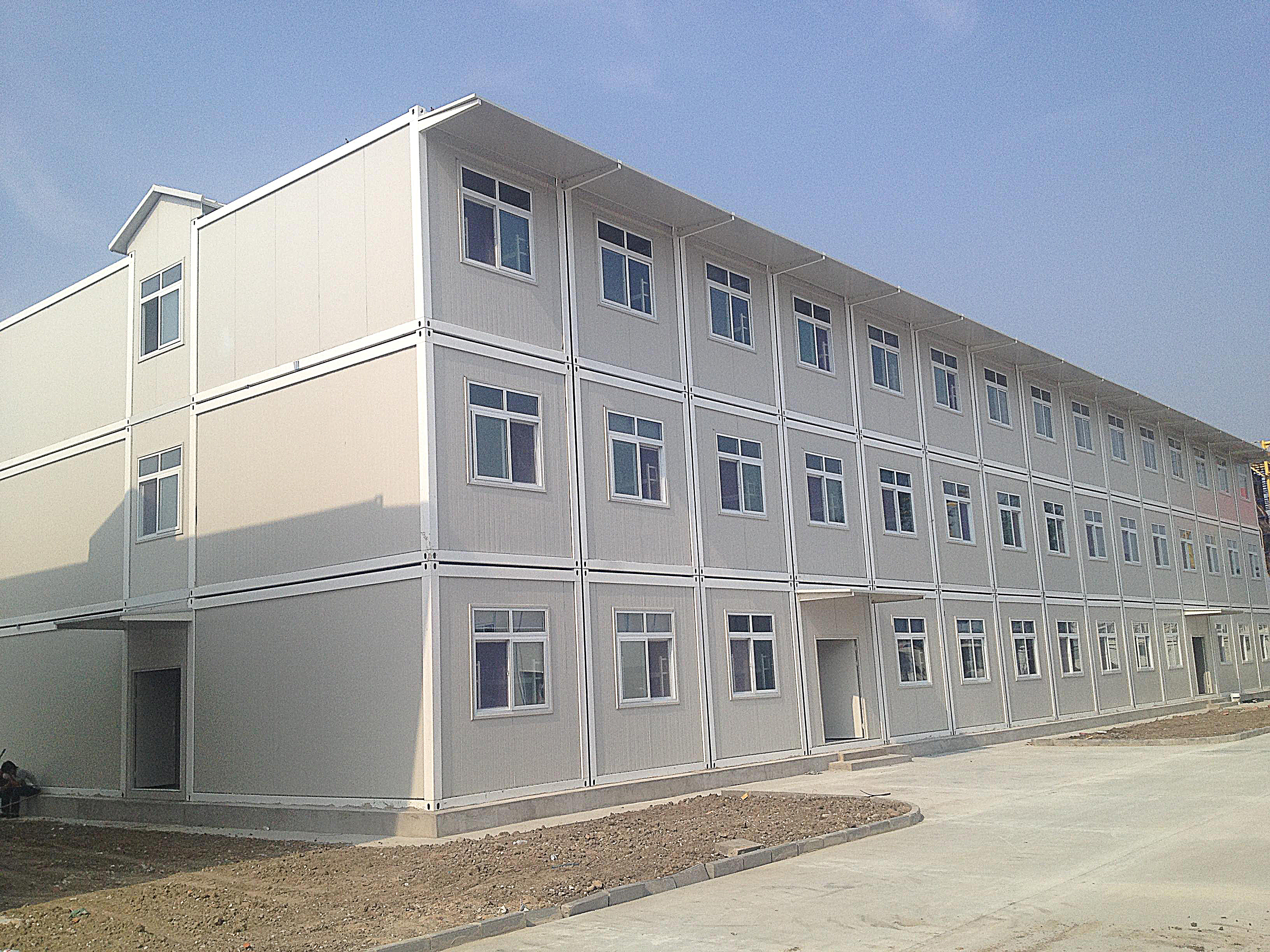 What are the two materials that affect the quality of container houses and sandwich panel houses?