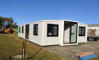 China Cheap 20 40 ft luxury model house prefab modular homes expandable container house