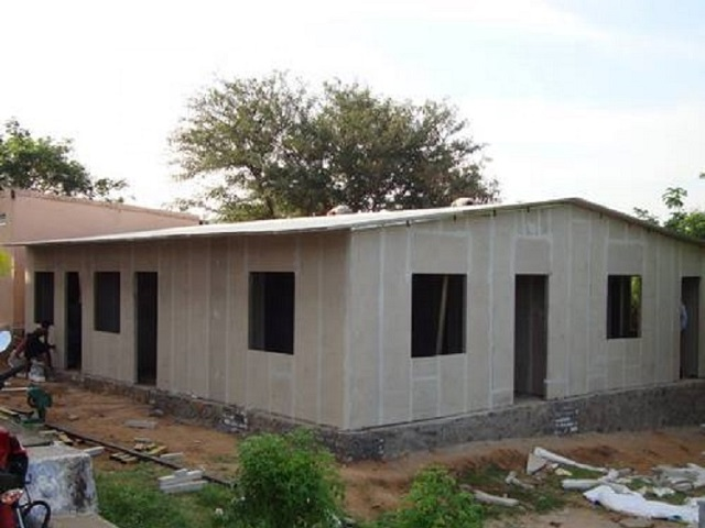 Lightweight Prefabricated House with Fireproof And Shockproof Eps Cement Sandwich Panel Cabin